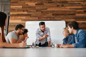 La cultura puede influenciar el tipo de liderazgo