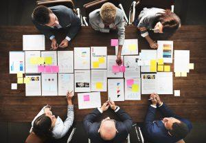La fase de exploración en el Design Thinking se basa en la investigación.