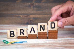 El branding se refiere a aquel sector del marketing de una empresa centrado en el posicionamiento de la marca en la mente de los consumidore