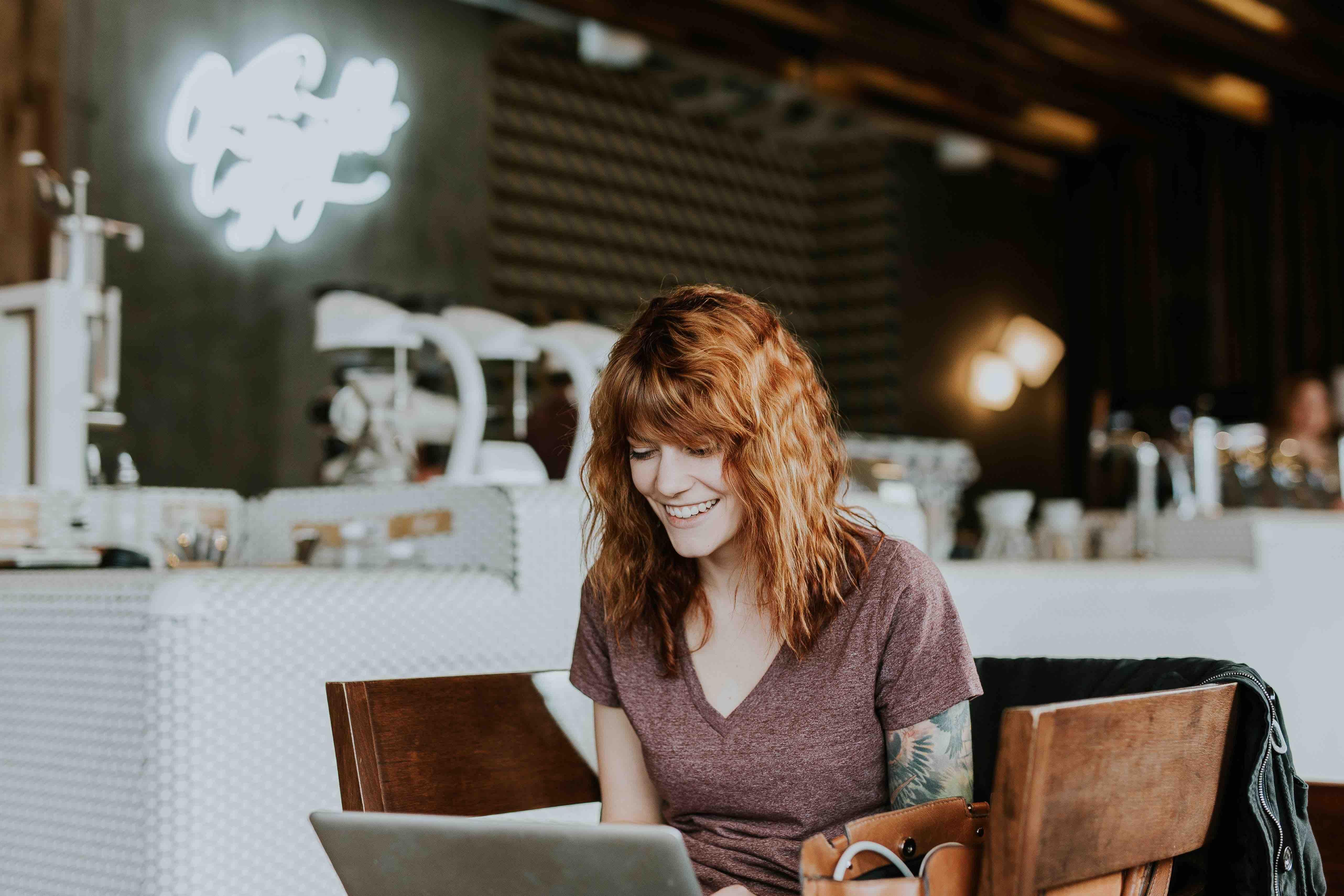 Chica emprendedora con método Lean Startup